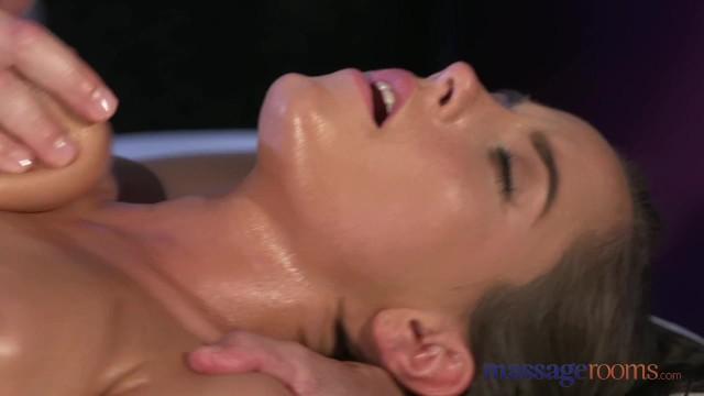 Intensiver weiblicher Orgasmus Creampie