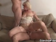 Geile blonde Oma Doppel-penetration